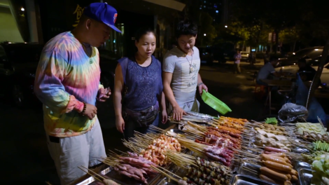watch-eddie-huangs-three-part-visit-to-shanghai-in-fresh-off-the-boat-01