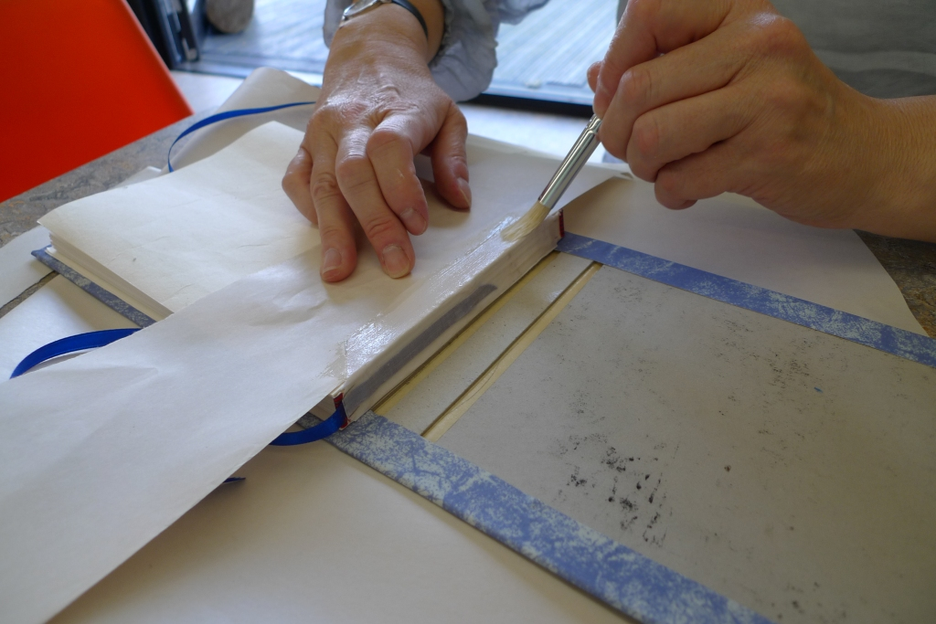 Milton Keynes Arts Centre bookbinding workshop 16
